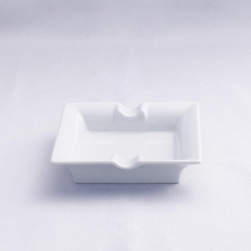 Porzellan- Zigarrenaschenbecher 11x11 cm